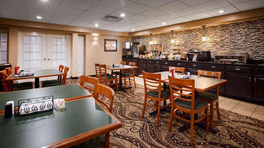 Best Western Huntington Mall Inn - Breakfast Area