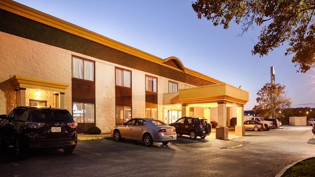 Best Western Huntington Mall Inn - Exterior
