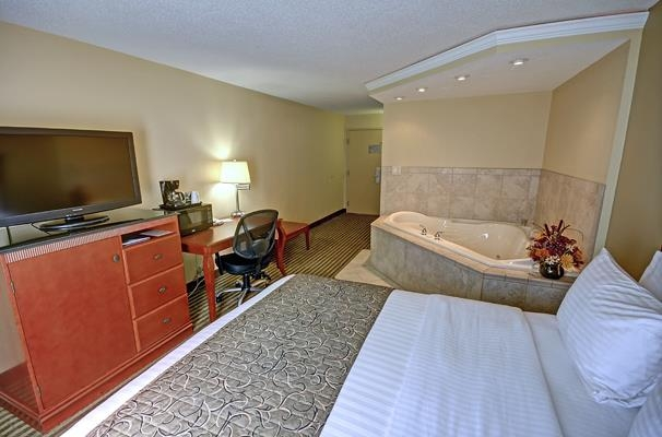 Best Western Plus Bridgeport Inn - Sink into our comfortable beds each night and wake up feeling completely refreshed.