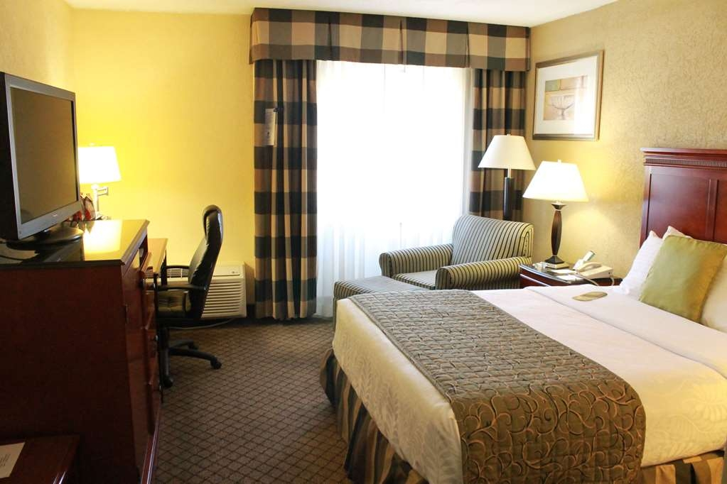 Best Western Plus Bridgeport Inn - Queen Guest Room