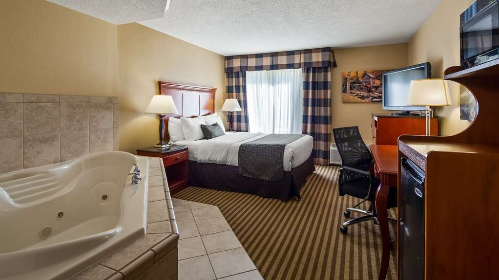 Best Western Plus Bridgeport Inn - Guest Room