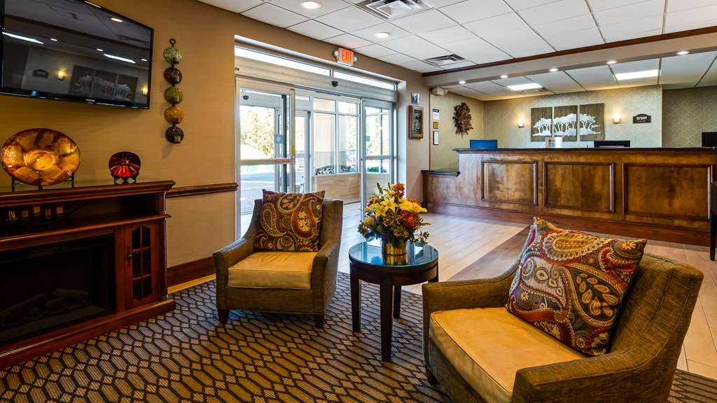 Best Western Plus Bridgeport Inn - Lobby