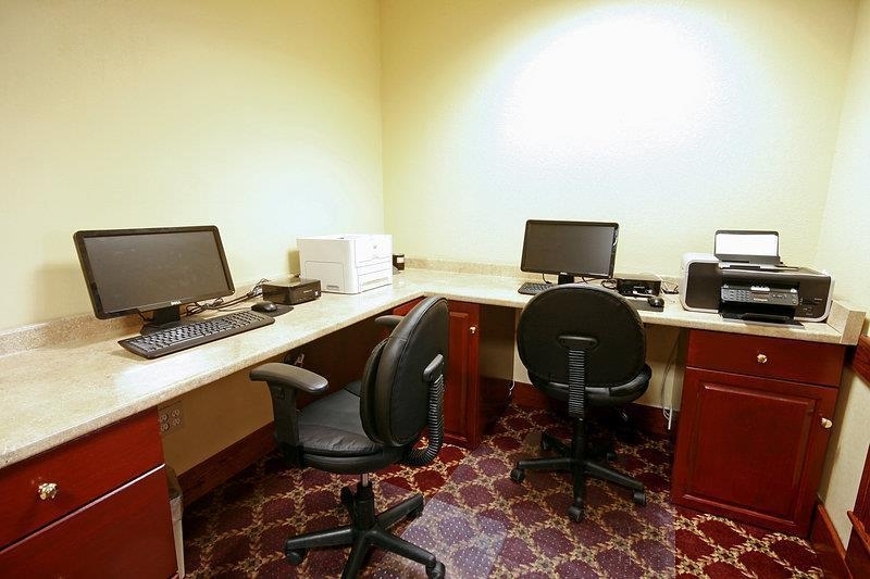 Best Western Plus Bridgeport Inn - Our business center is available to help your prepare travel itineraries send emails or browse the web.