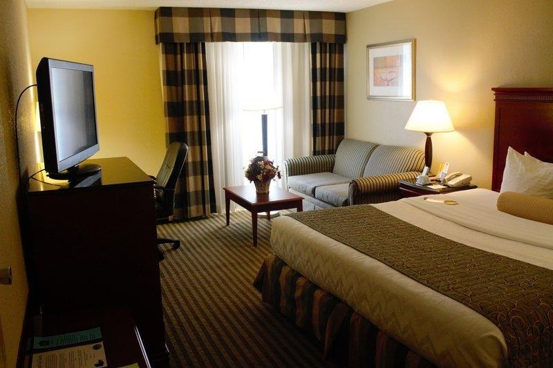 Best Western Plus Bridgeport Inn - There is plenty of living space to unwind in our king guest room!