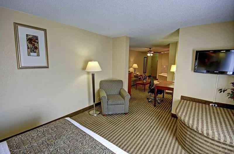 Best Western Plus Bridgeport Inn - Suite