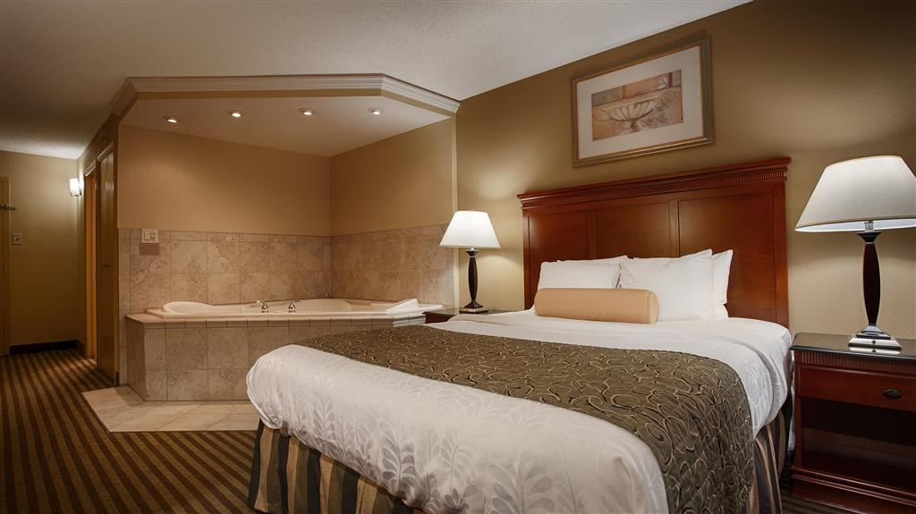Best Western Plus Bridgeport Inn - Are you seeking pure relaxation for 2? Then make a reservation for our queen Jacuzzi® room.