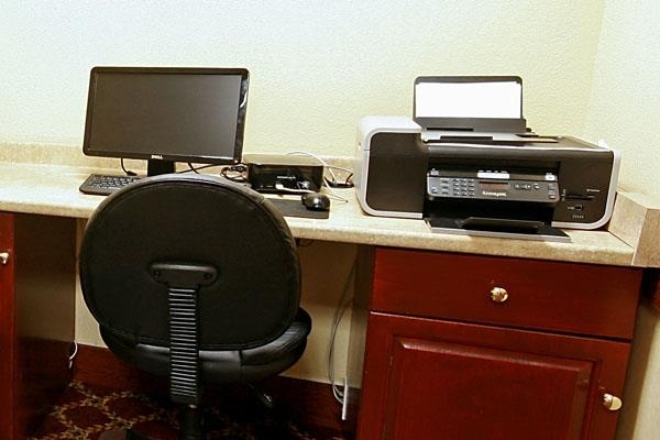 Best Western Plus Bridgeport Inn - Stay productive during your time away from home in our business center.