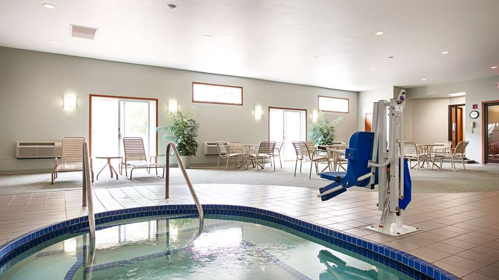 Best Western Inn - Don't let the weather stop you from jumping in our year-round indoor hot tub for you and your friends.