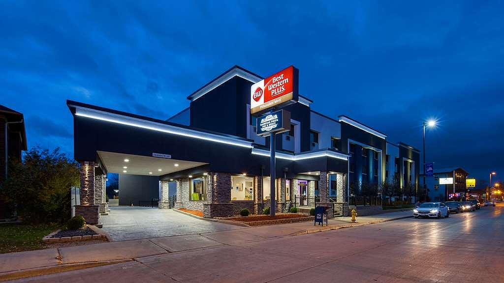 Best Western Plus Milwaukee West - Welcome to the Best Western Plus Milwaukee West!