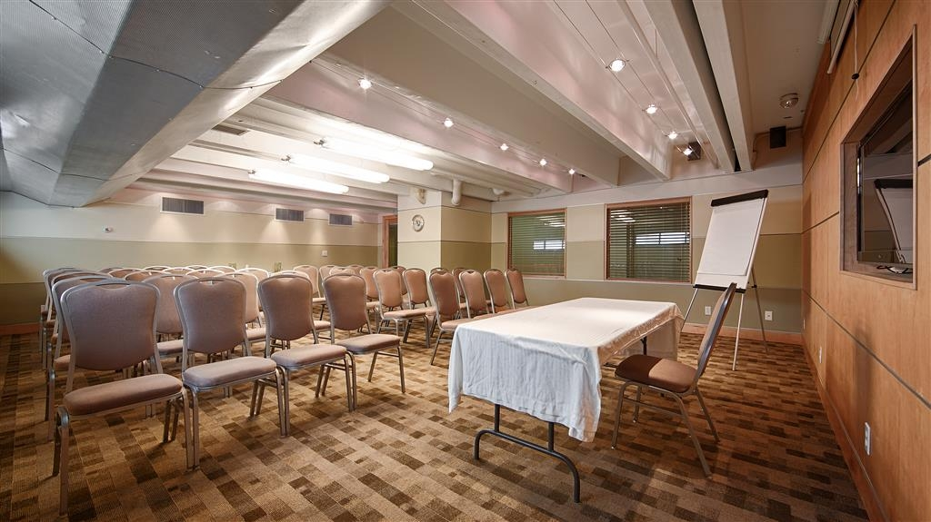 Best Western Milwaukee West - Our meeting rooms are the ideal setting for corporate events. Call our staff to book today!