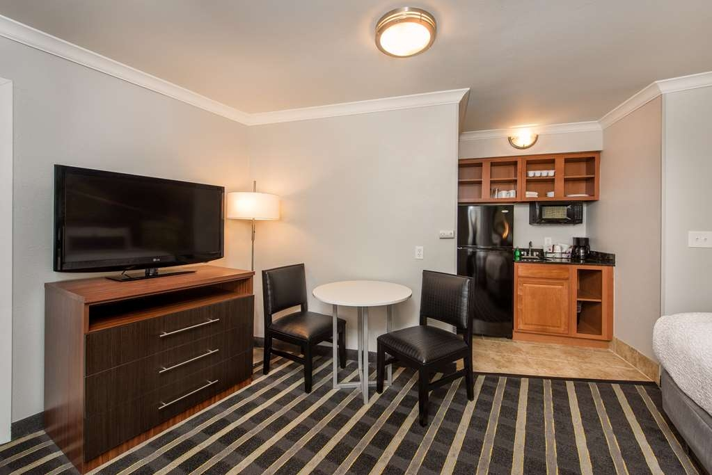 Best Western Milwaukee West - All Kitchenette Rooms