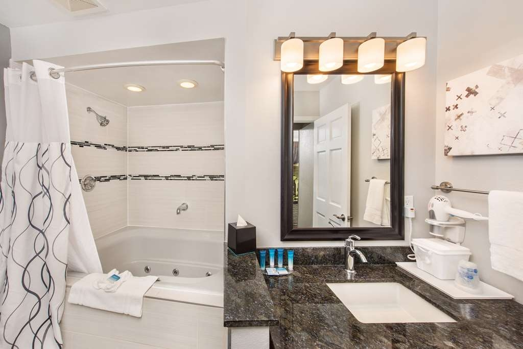 Best Western Milwaukee West - Whirlpool Rooms