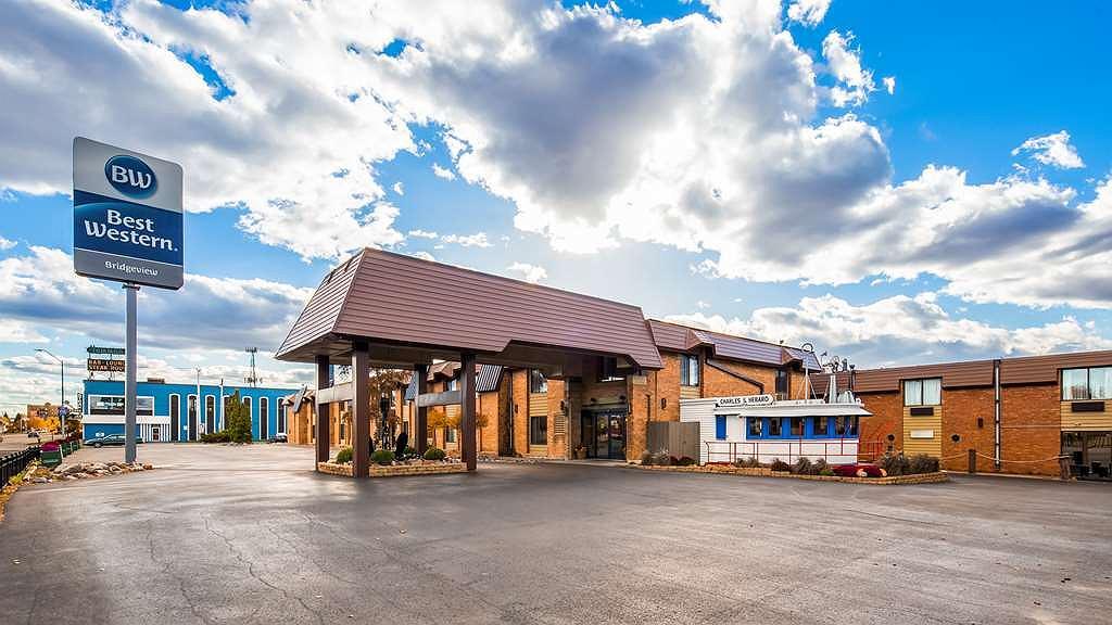 Best Western Bridgeview Hotel - Vista exterior