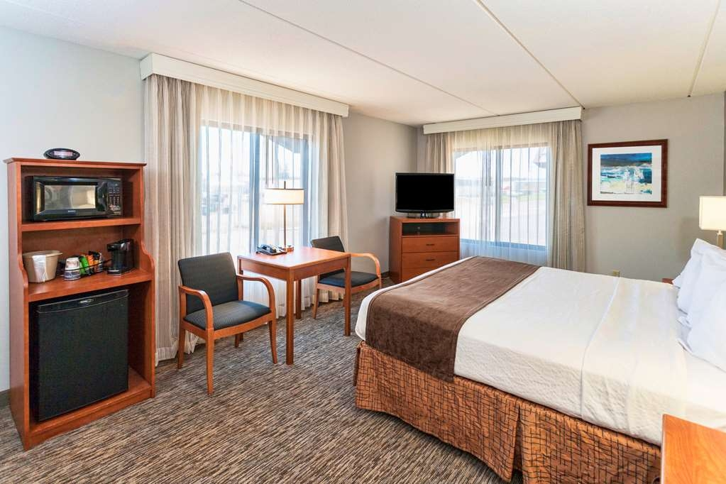 Best Western Bridgeview Hotel - All of our king rooms are tailored to fit your needs and include a flat screen TV with HD cable.
