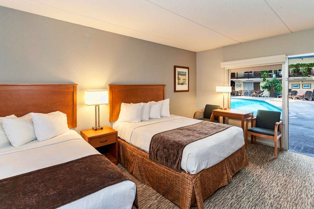 Best Western Bridgeview Hotel - All of our rooms are tailored to fit your needs including a flat screen TV with HD cable and free high-speed wireless Internet access.