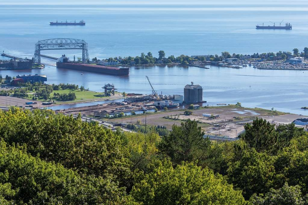 Best Western Bridgeview Hotel - Duluth's Aerial Lift Bridge in Canal Park