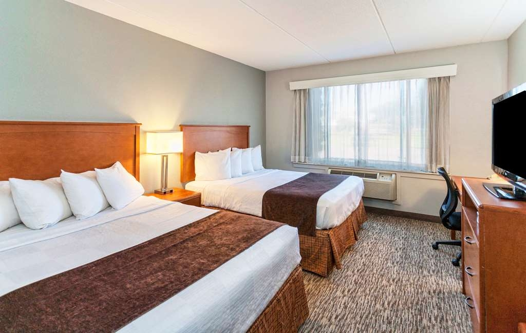 Best Western Bridgeview Hotel - All of our rooms are tailored to fit your needs and include a flat screen TV with HD cable and more.