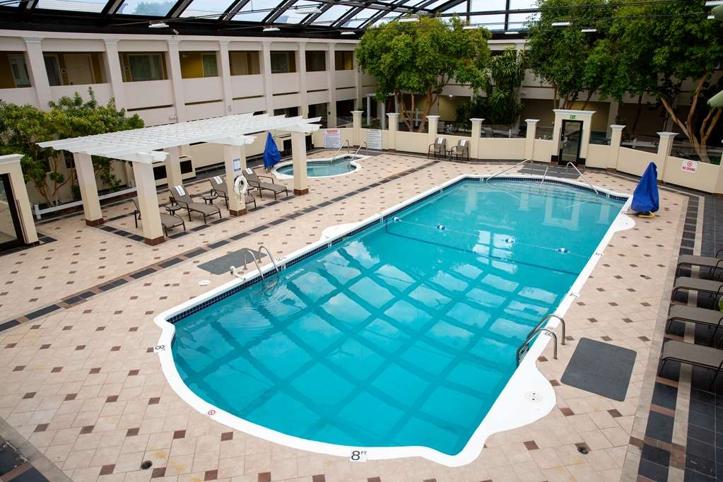 Best Western Plus Milwaukee Airport Hotel & Conference Center - Pool