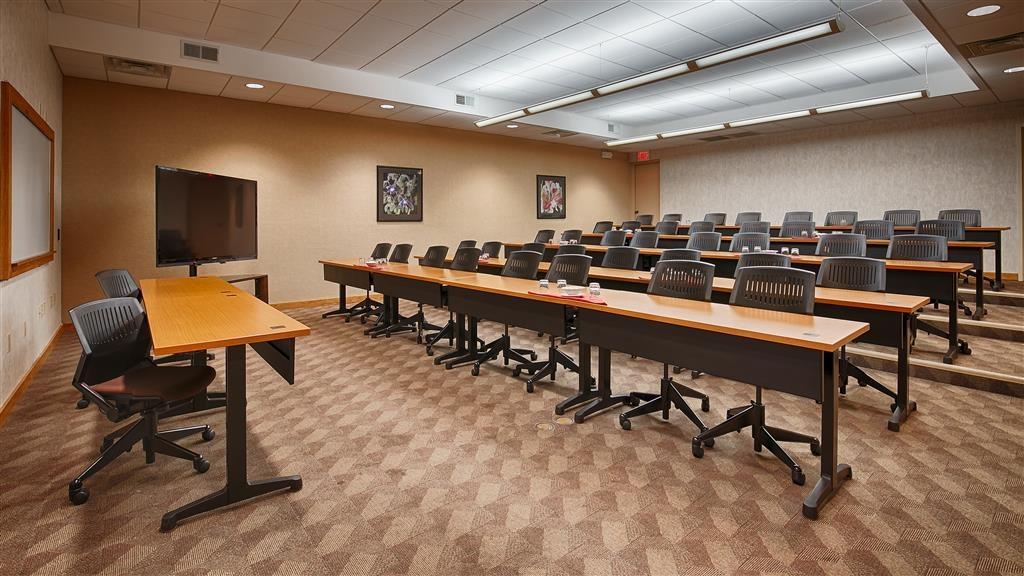 Best Western Plus InnTowner Madison - Nuestras salas de reuniones le ofrecen el entorno idóneo para celebrar eventos corporativos. Póngase en contacto con nuestro personal para realizar su reserva hoy mismo.