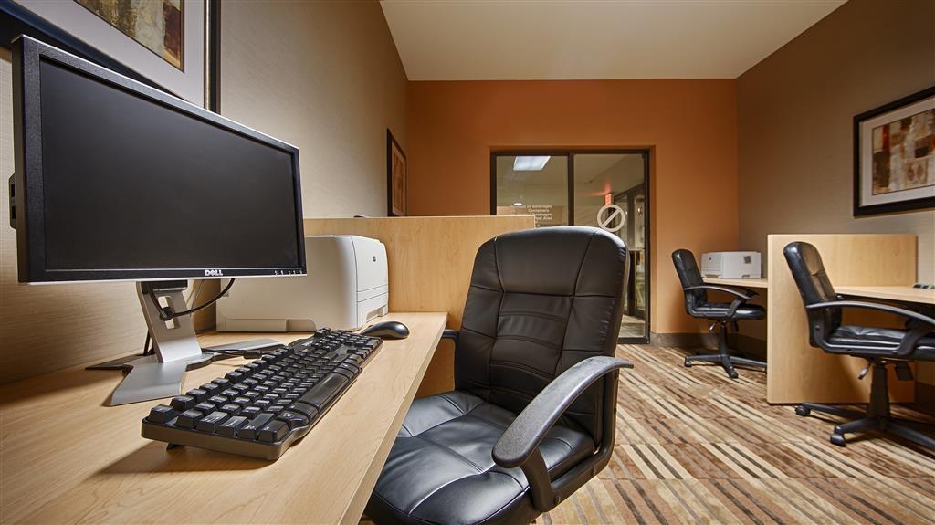 Best Western Plus InnTowner Madison - Nuestro centro de negocios le permitirá preparar su itinerario de viaje, enviar correos electrónicos o navegar por la red.