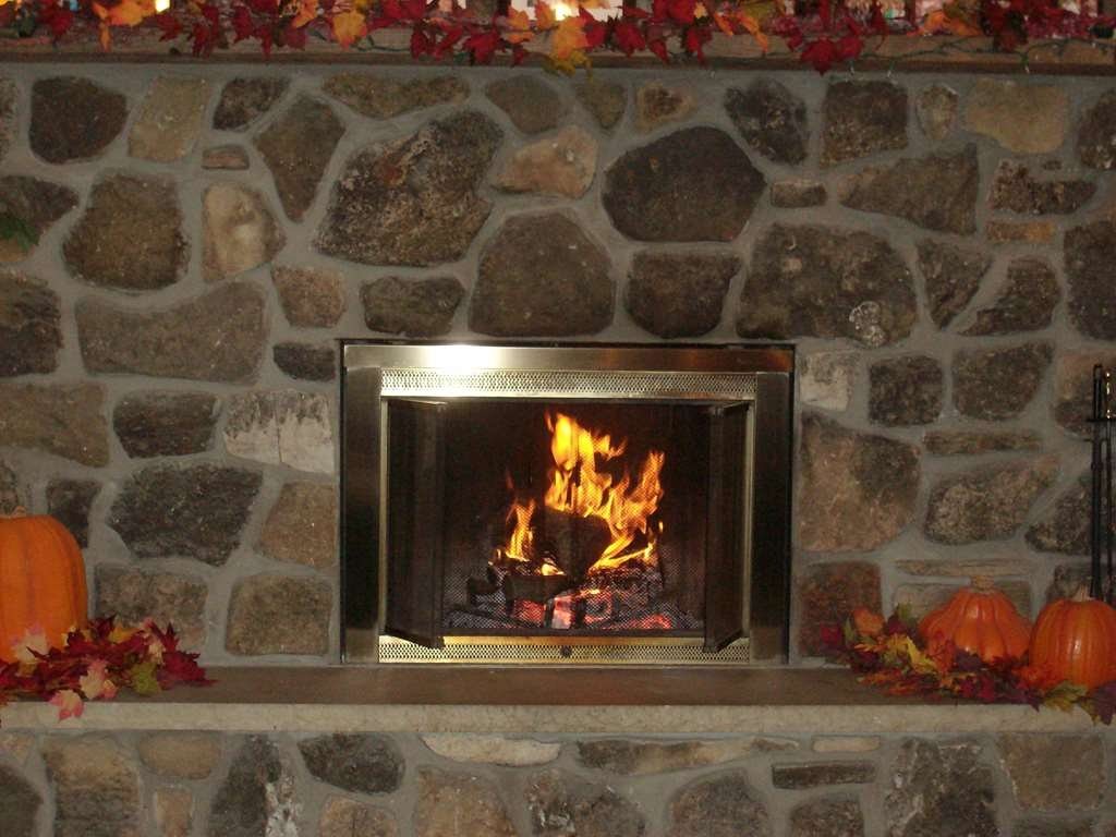 Best Western Maritime Inn - Come relax by the cozy fireplace in our lobby. A perfect treat for those chilly nights.