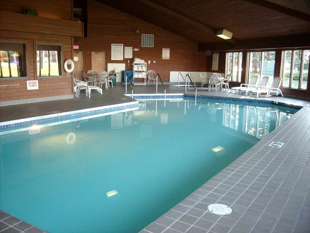 Best Western Maritime Inn - Large pool and hot tub area welcomes adults and children alike.