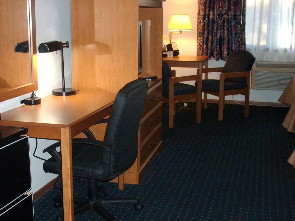 Best Western Maritime Inn - A recent update has included desks complete with additional power supply and an office chair, designed to accommodate our business travelers.