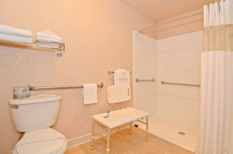 Best Western Maritime Inn - Mobility Accessible Guest Bathroom