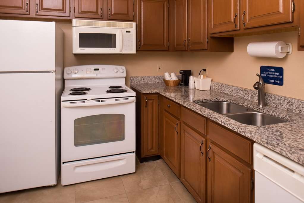 Best Western Ambassador Inn & Suites - Cook up a meal with family and friends in our Executive Suite's full kitchen.