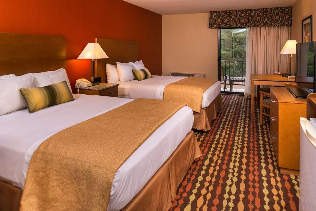 Best Western Ambassador Inn & Suites - Relax in the comfort of our spacious Standard Queen room