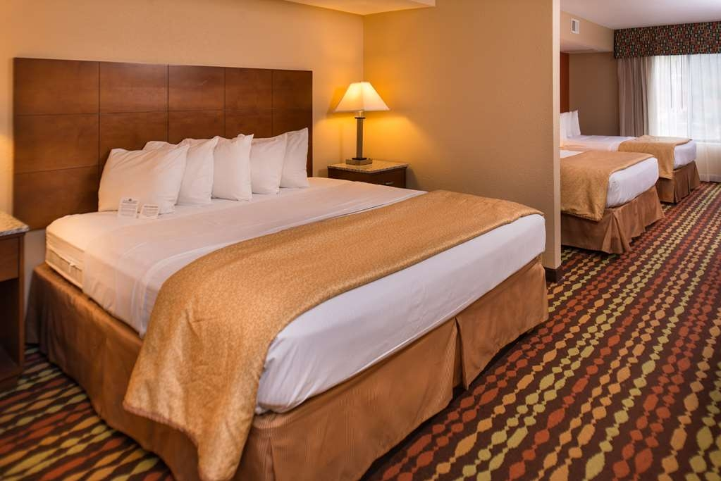 Best Western Ambassador Inn & Suites - Accommodate 6 with 2 Queen Beds and a King Bed, divided by a partial wall, with an additional separate vanity for added convienence.