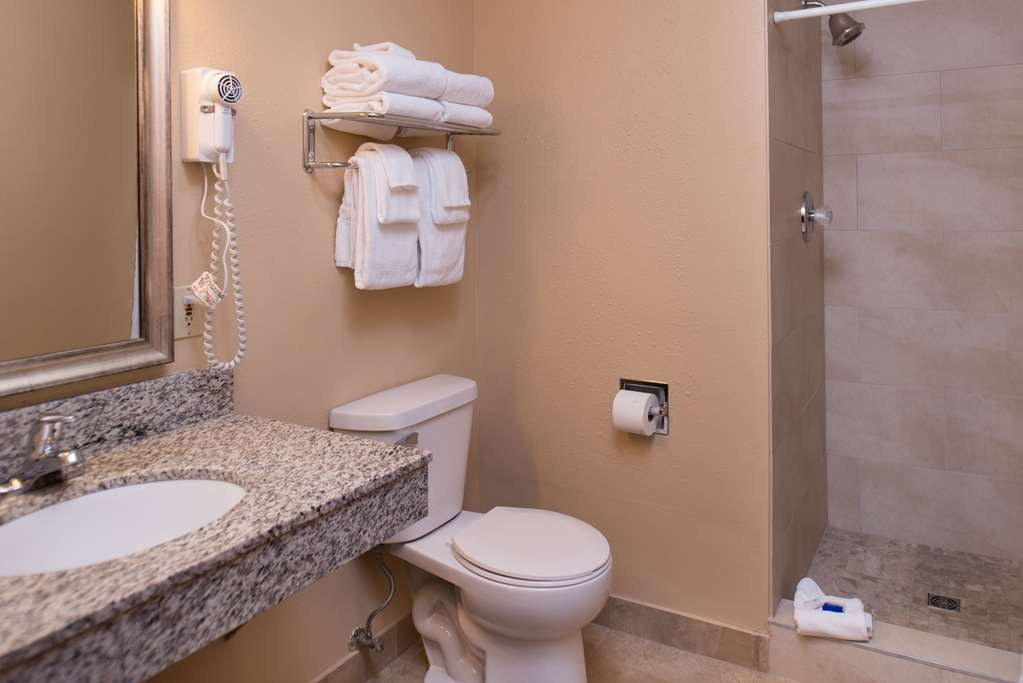 Best Western Ambassador Inn & Suites - Executive Suite Bath