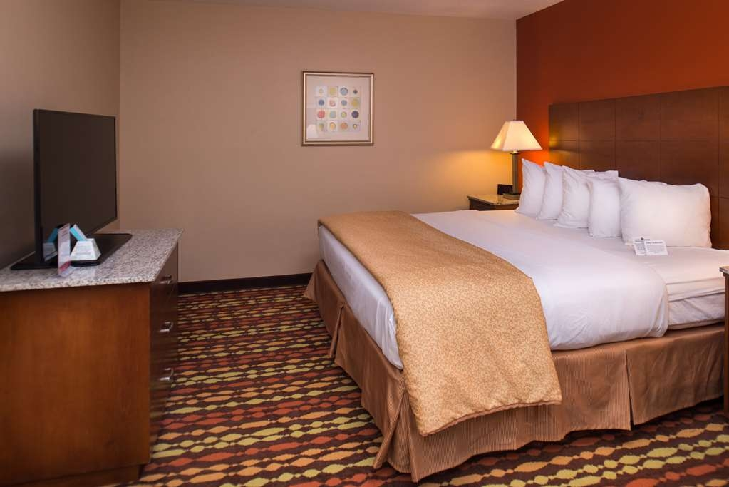 Best Western Ambassador Inn & Suites - King Whirpool Suite