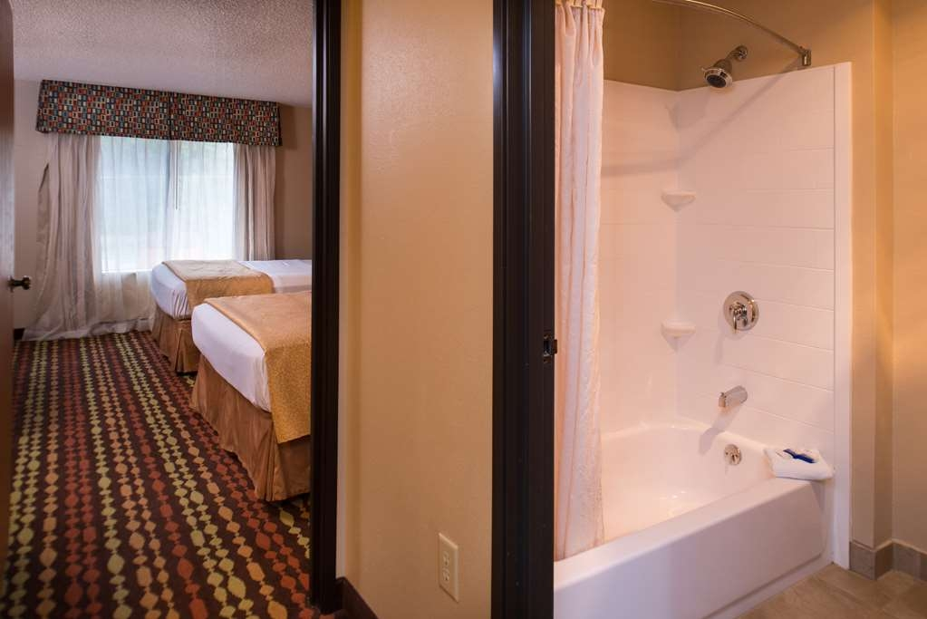 Best Western Ambassador Inn & Suites - Two Queen Suite