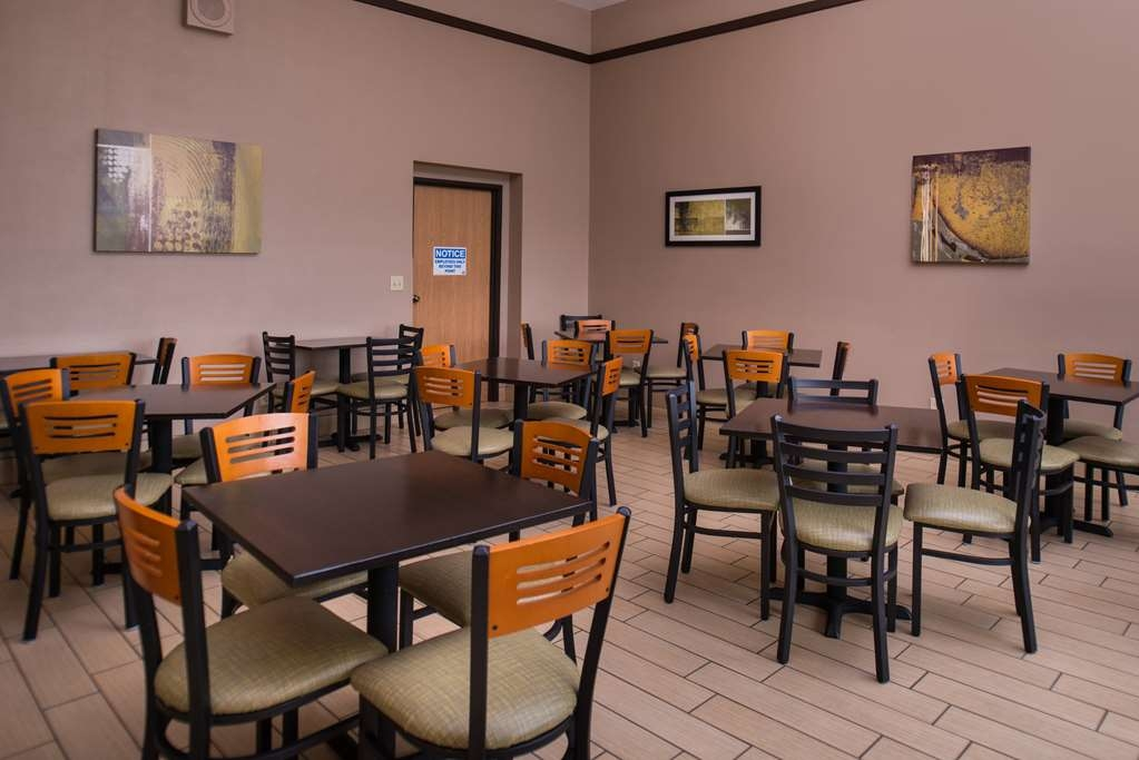 Best Western Ambassador Inn & Suites - Enjoy more breakfast seating with our new expansion.
