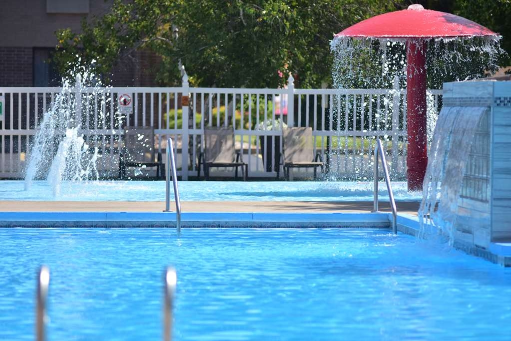 Best Western Ambassador Inn & Suites - Soak in the hot tub, splash in the wading pool and enjoy time with friends and family in the sheltered picnic area.