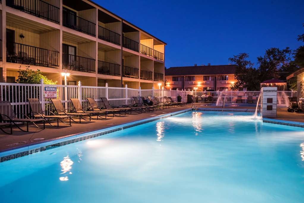 Best Western Ambassador Inn & Suites - Enjoy your night with friends and family poolside.