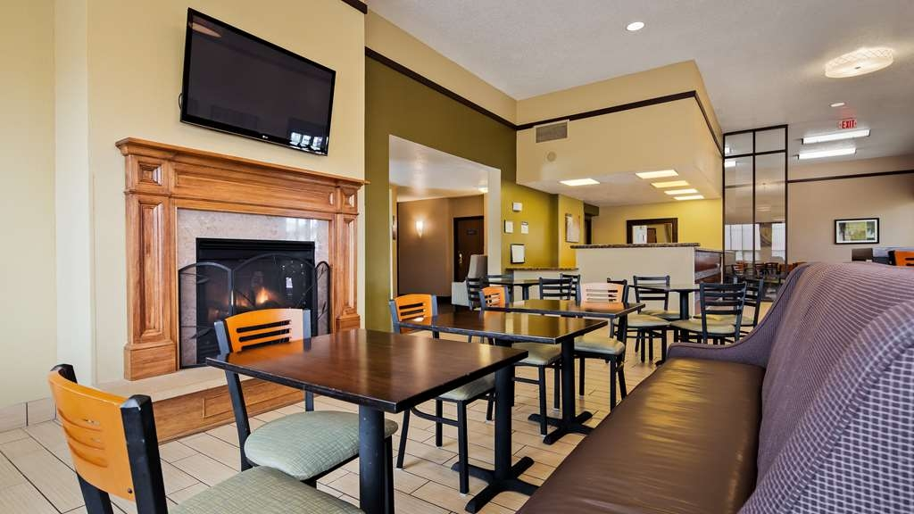 Best Western Ambassador Inn & Suites - Catch up with family and friends in our reception/breakfast area.