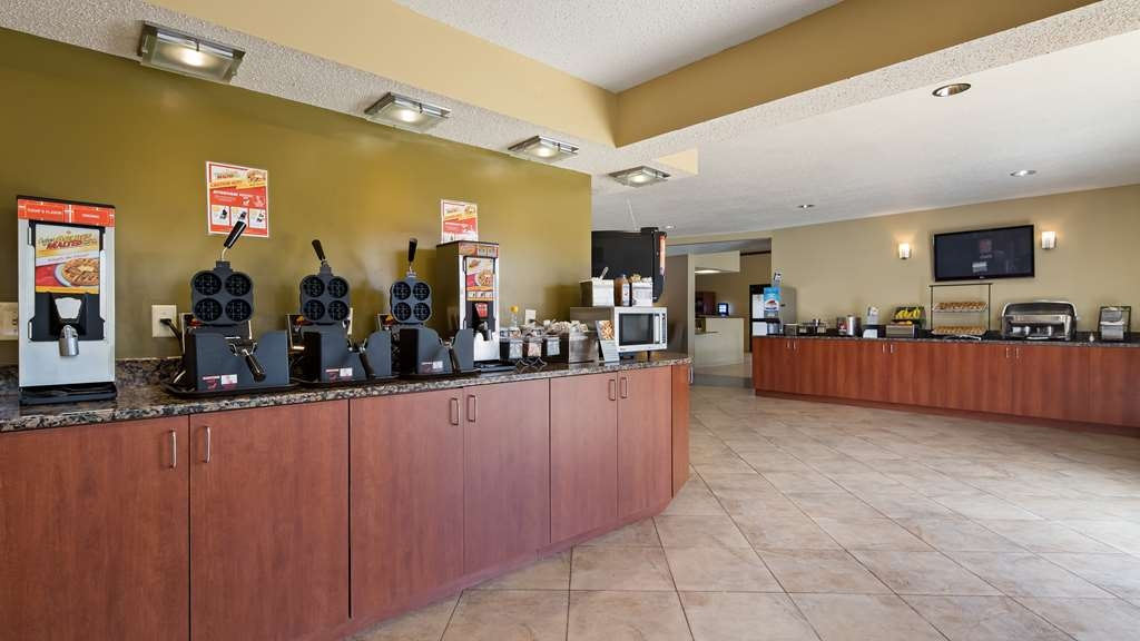 Best Western Ambassador Inn & Suites - Enjoy a balanced and delicious breakfast with options for everyone.
