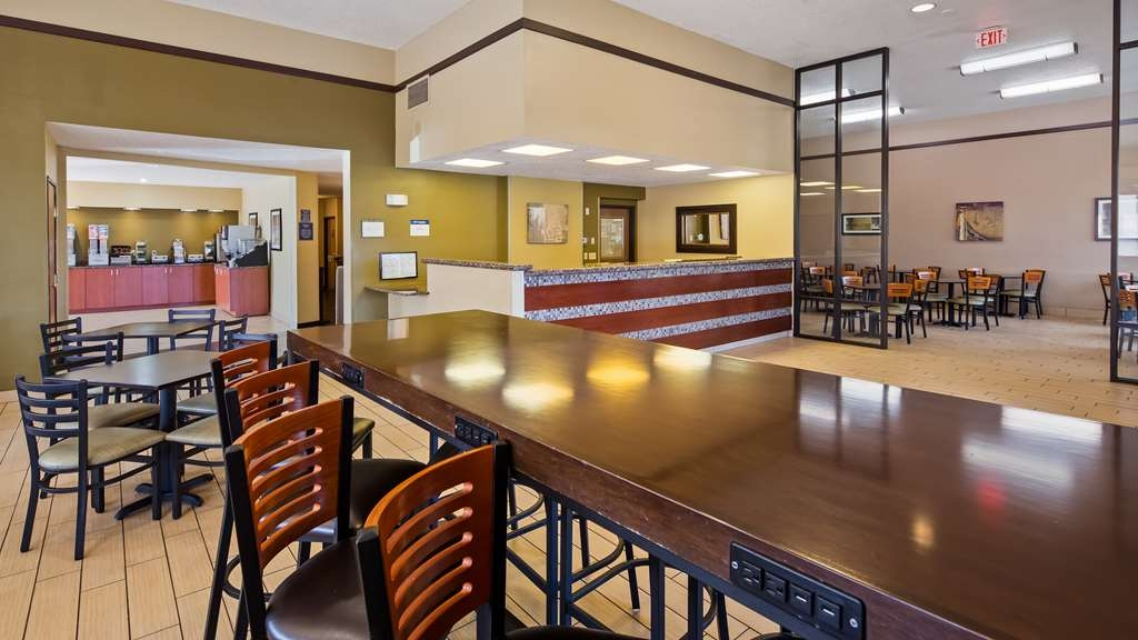 Best Western Ambassador Inn & Suites - Our lobby/breakfast area features dining space for everyone.