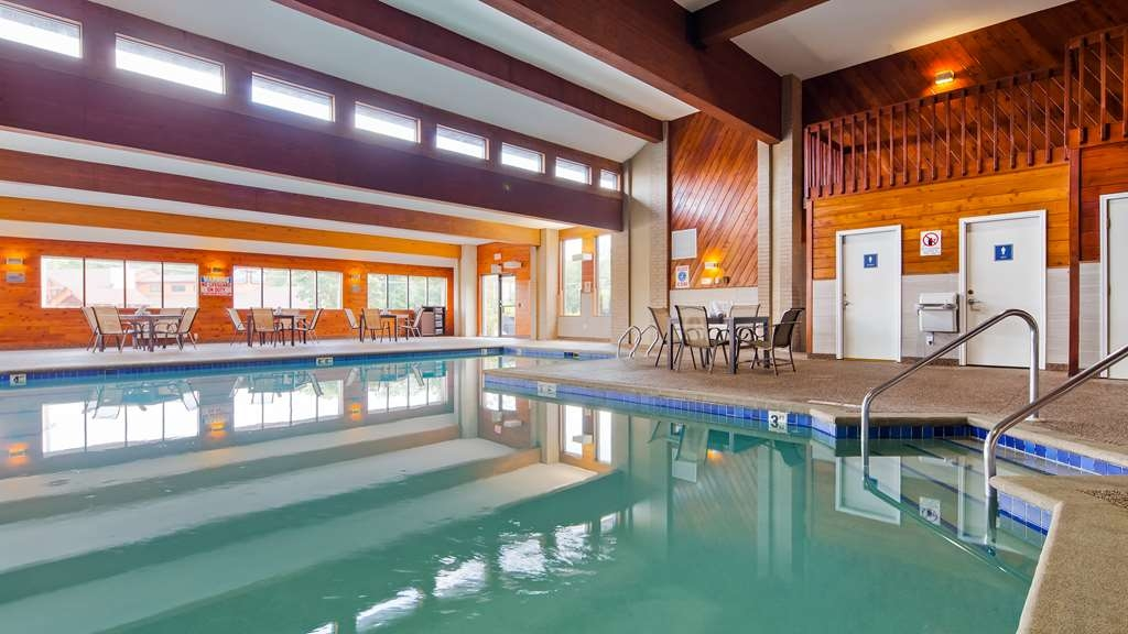 Best Western Ambassador Inn & Suites - The indoor heated swimming pool is perfect for splashing around all year long.