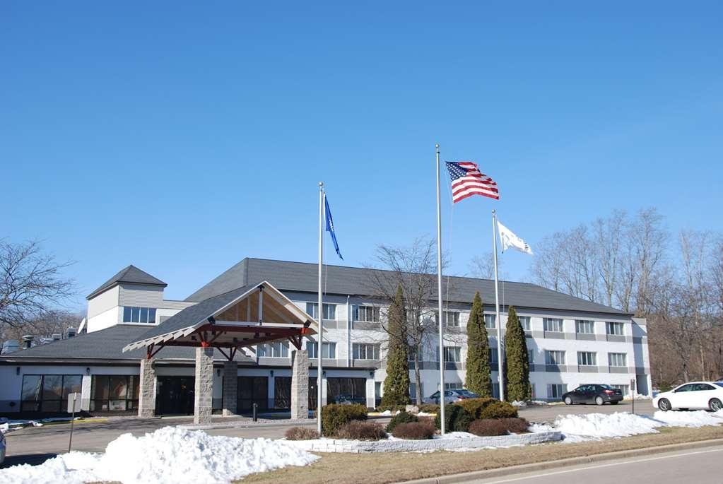 Best Western Baraboo Inn - Facciata dell'albergo