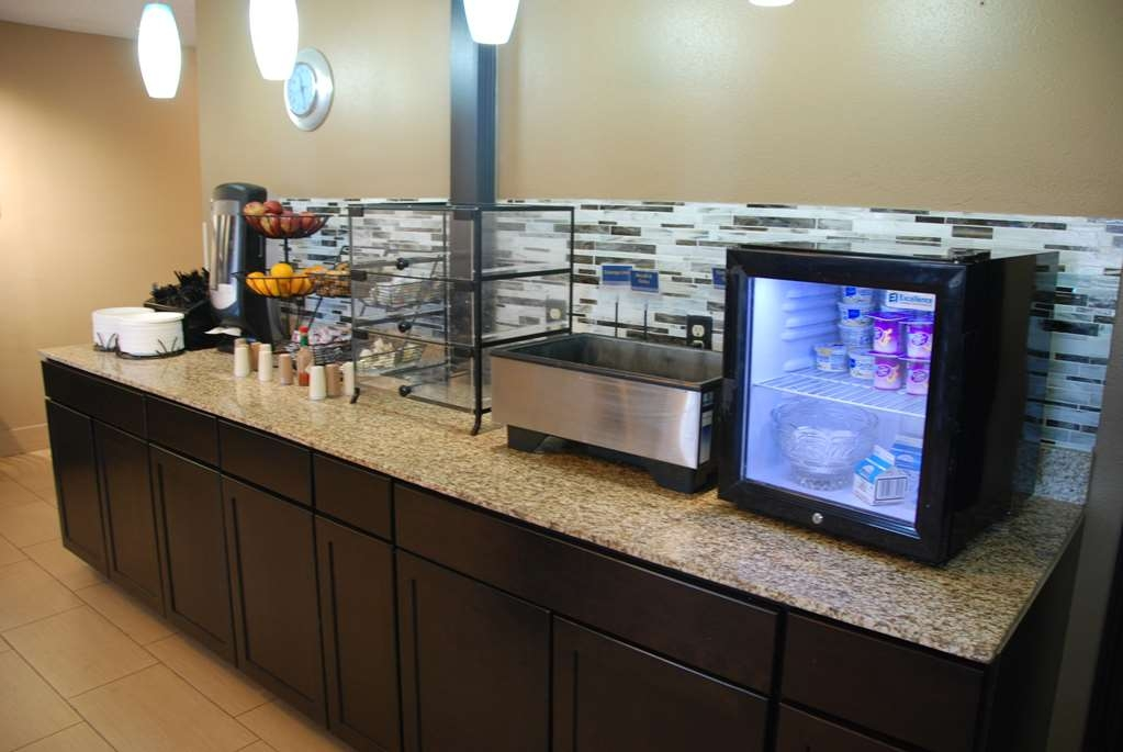 Best Western Baraboo Inn - Even if you're in rush don't miss the most important meal of the day. We offer an exceptional, and complimentary, breakfast buffet from 6am to 10am daily.