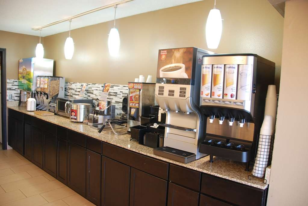 Best Western Baraboo Inn - Start the day the right way with our complimentary breakfast.