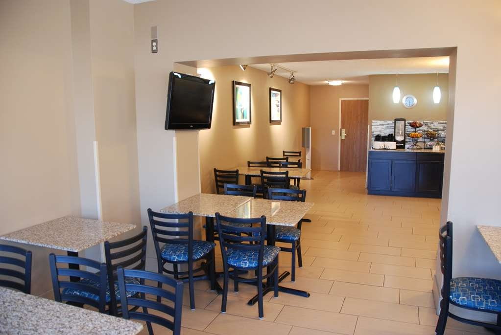Best Western Baraboo Inn - We offer a large variety of items for breakfast.