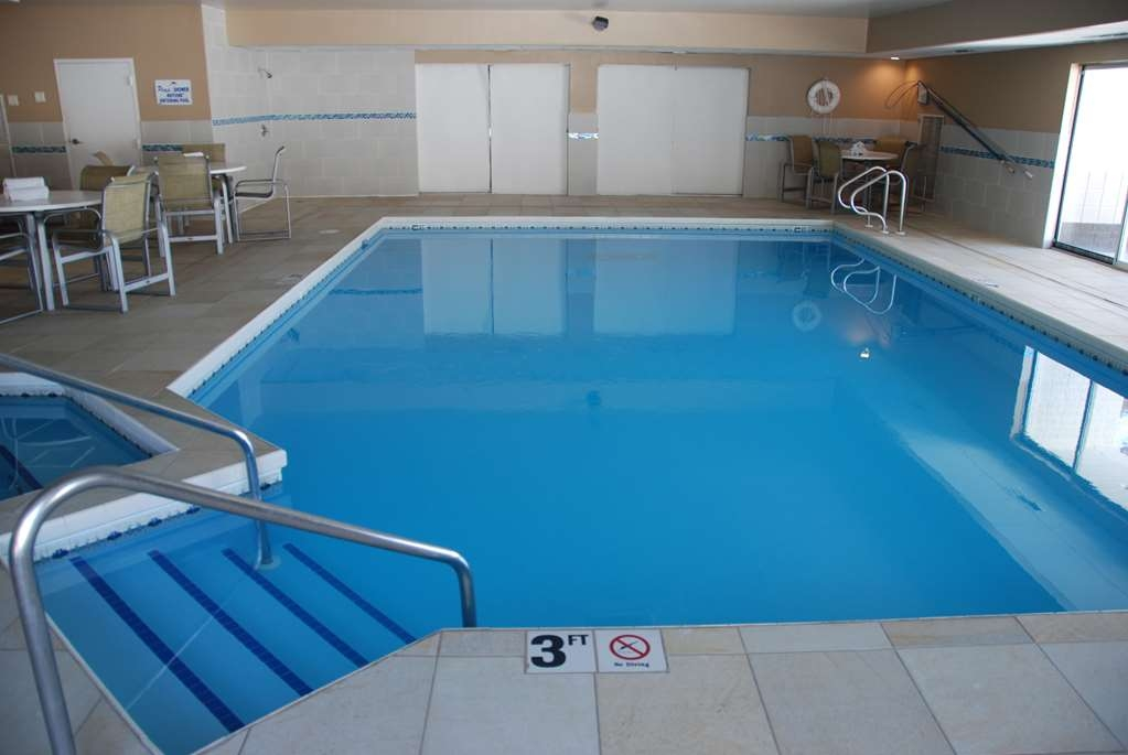 Best Western Baraboo Inn - Take the time to relax in our indoor pool and whirlpool.