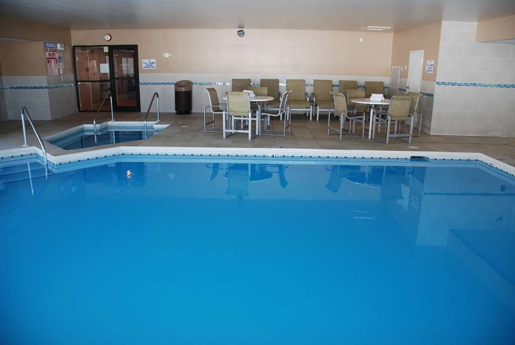 Best Western Baraboo Inn - Have some family fun in our indoor pool which is open year-round.
