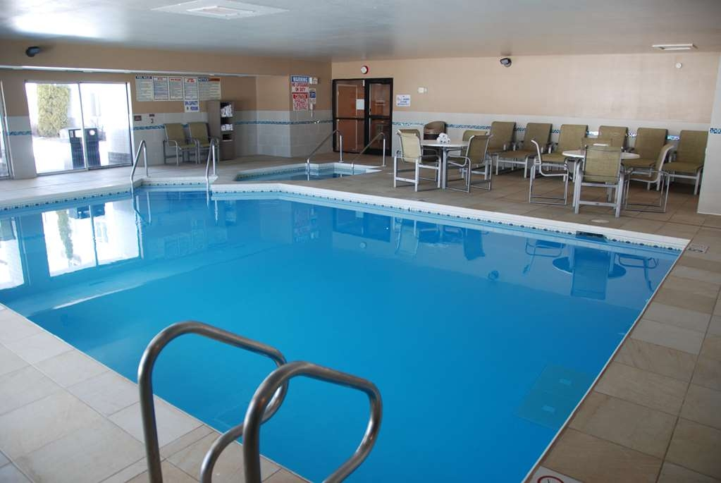 Best Western Baraboo Inn - Don't let the weather stop you from jumping in! Our indoor pool is heated year-round for you and your friends.