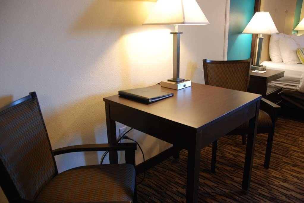 Best Western Baraboo Inn - Efficiency One Queen Bed