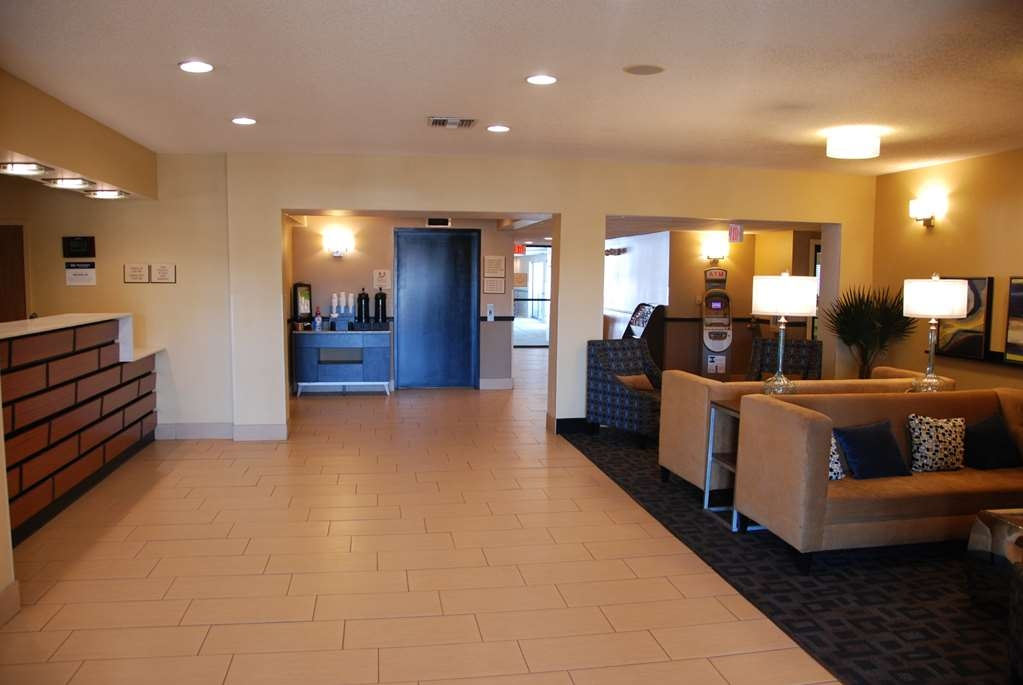 Best Western Baraboo Inn - Relax in our lobby or take advantage of our indoor pool and hot tub.